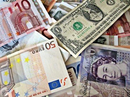 Gréci budú lídrom rozpočtovej zodpovednosti, Kocúr Tom v krajine peňažných ilúzií a prečo sa Bitcoin ťaží.