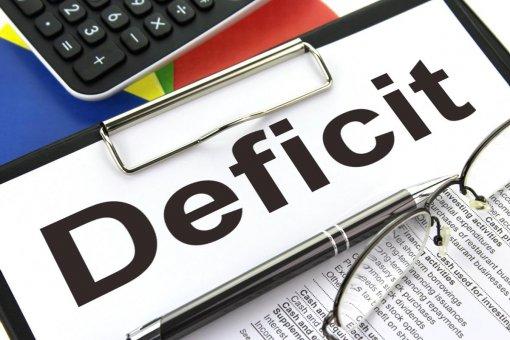 S deficitom na večné časy