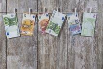 Vyhynú dinosaury? Rozmrznutá evolúcia vo finančnom sektore.